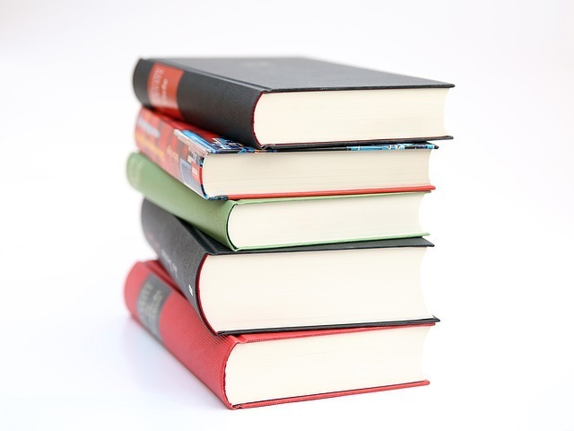 「教科書、教材」のイメージです。