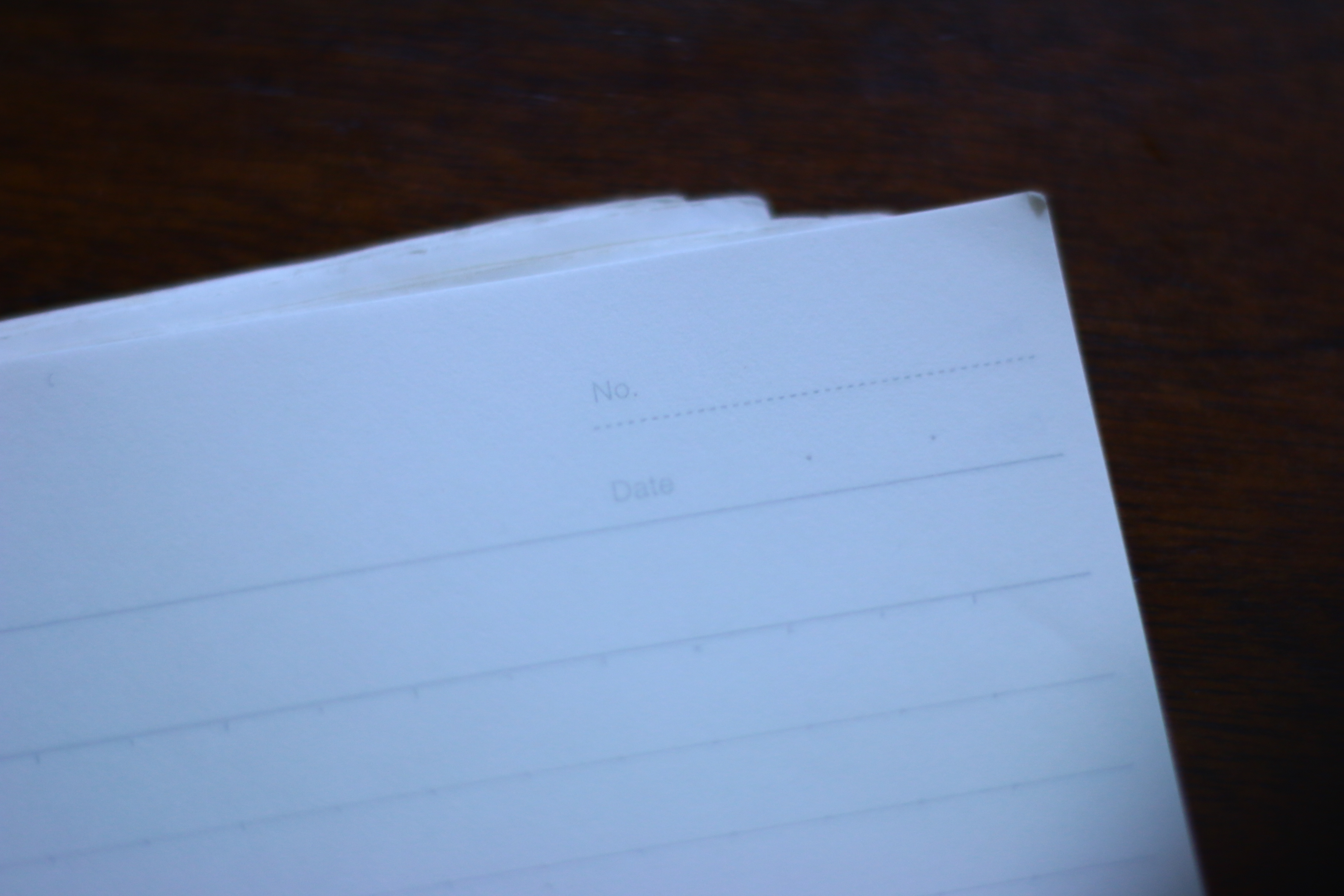 白いノートの角の写真