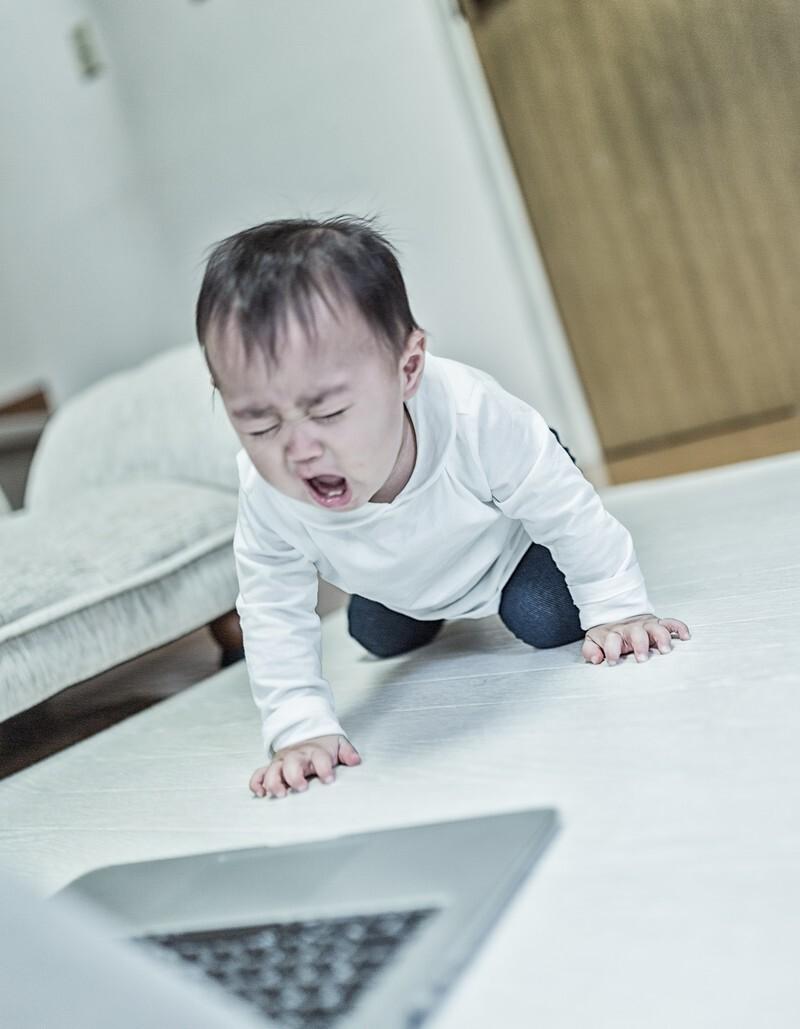 泣いている赤ん坊です。