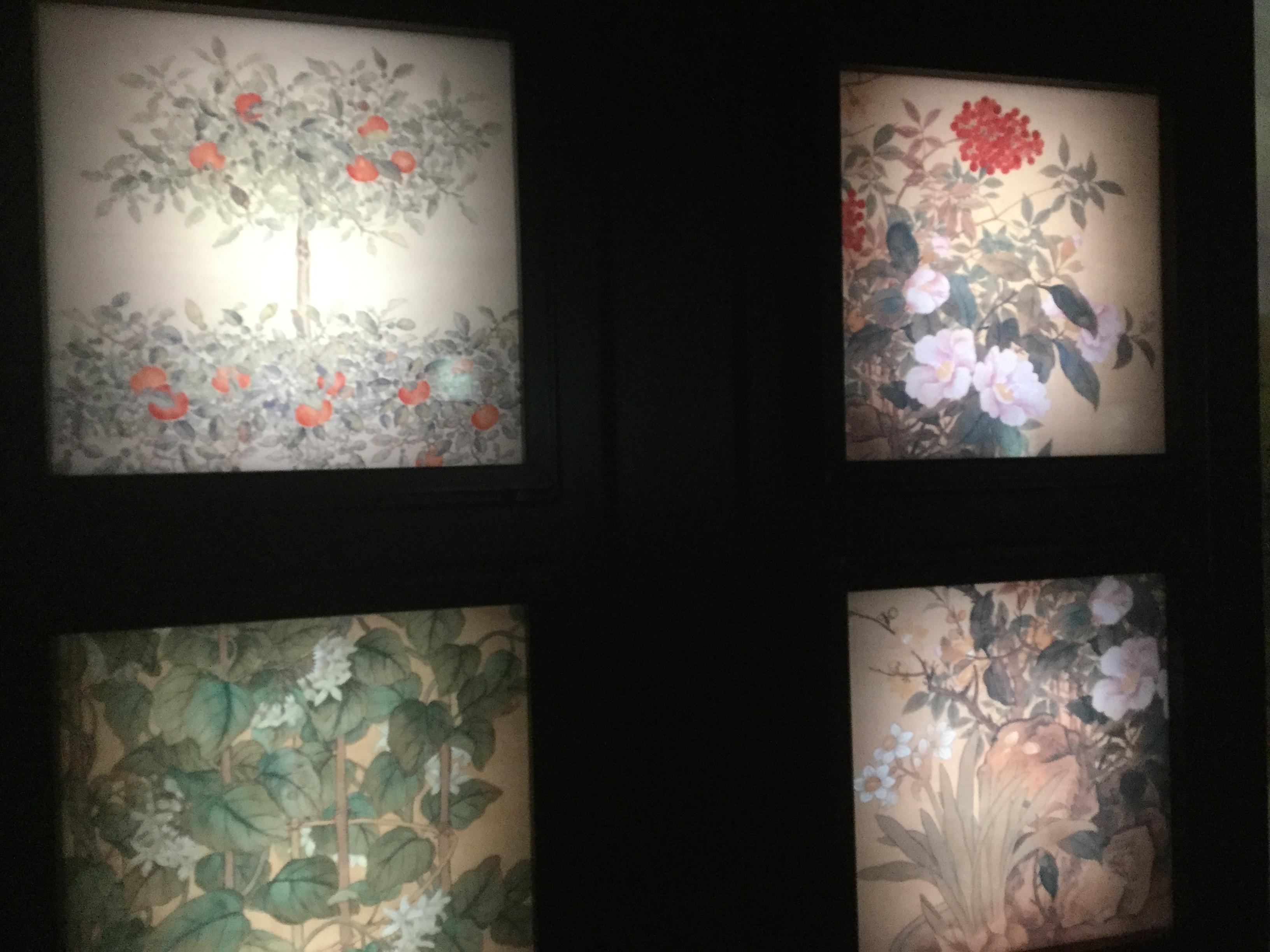 花のデザインの並んでいる写真です。