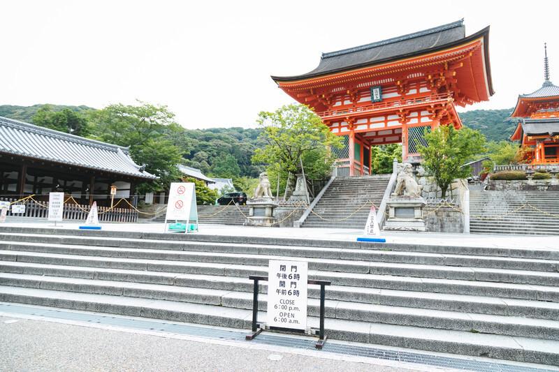 お寺の入り口の写真です。