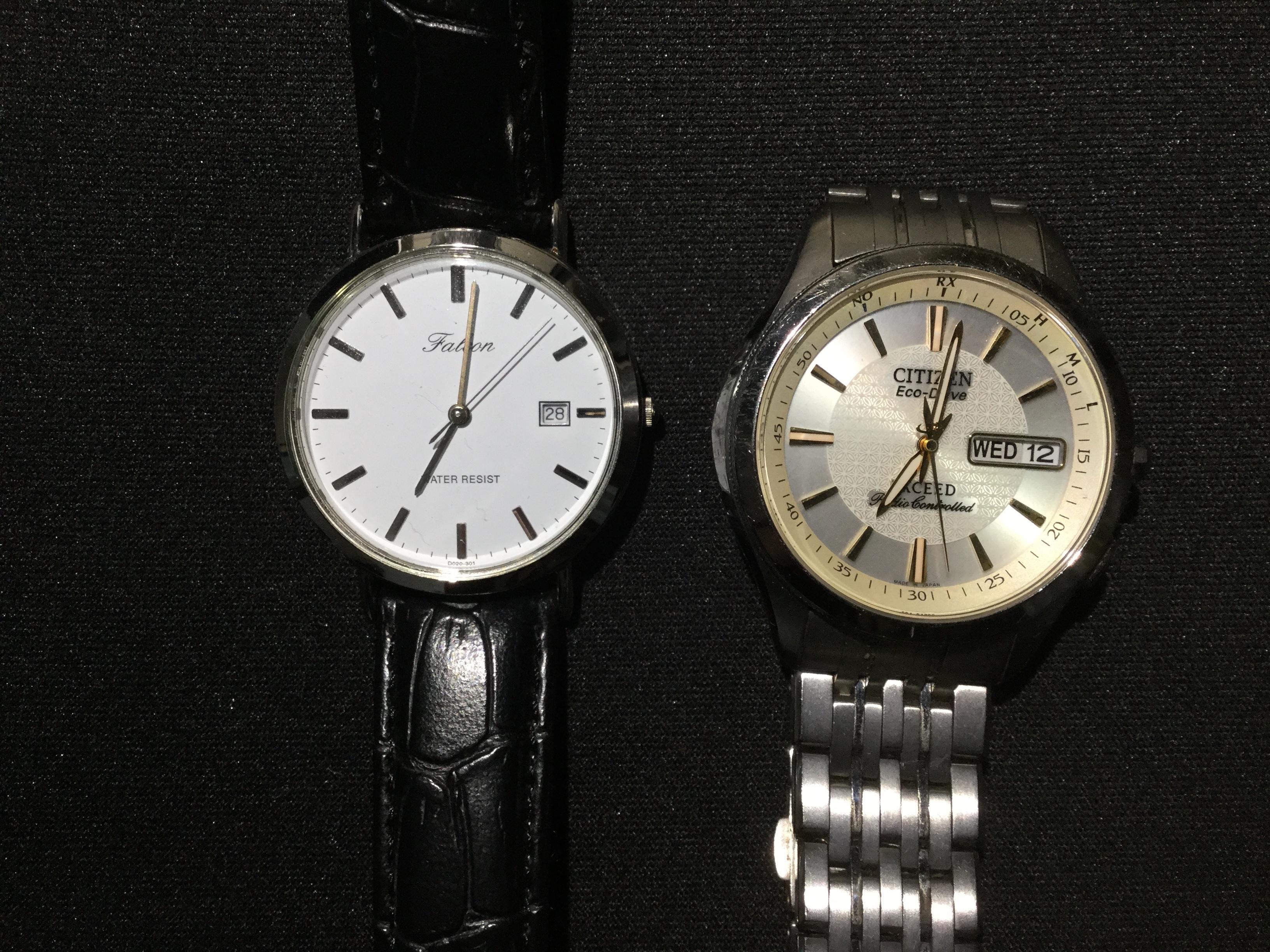 腕時計の2つ並んだ写真です。