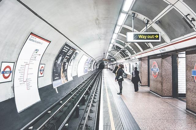 地下鉄の駅の写真です。