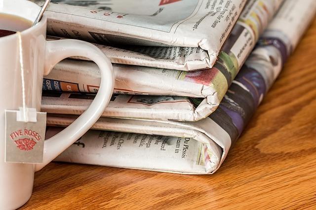 数誌の新聞とカップのイメージです。