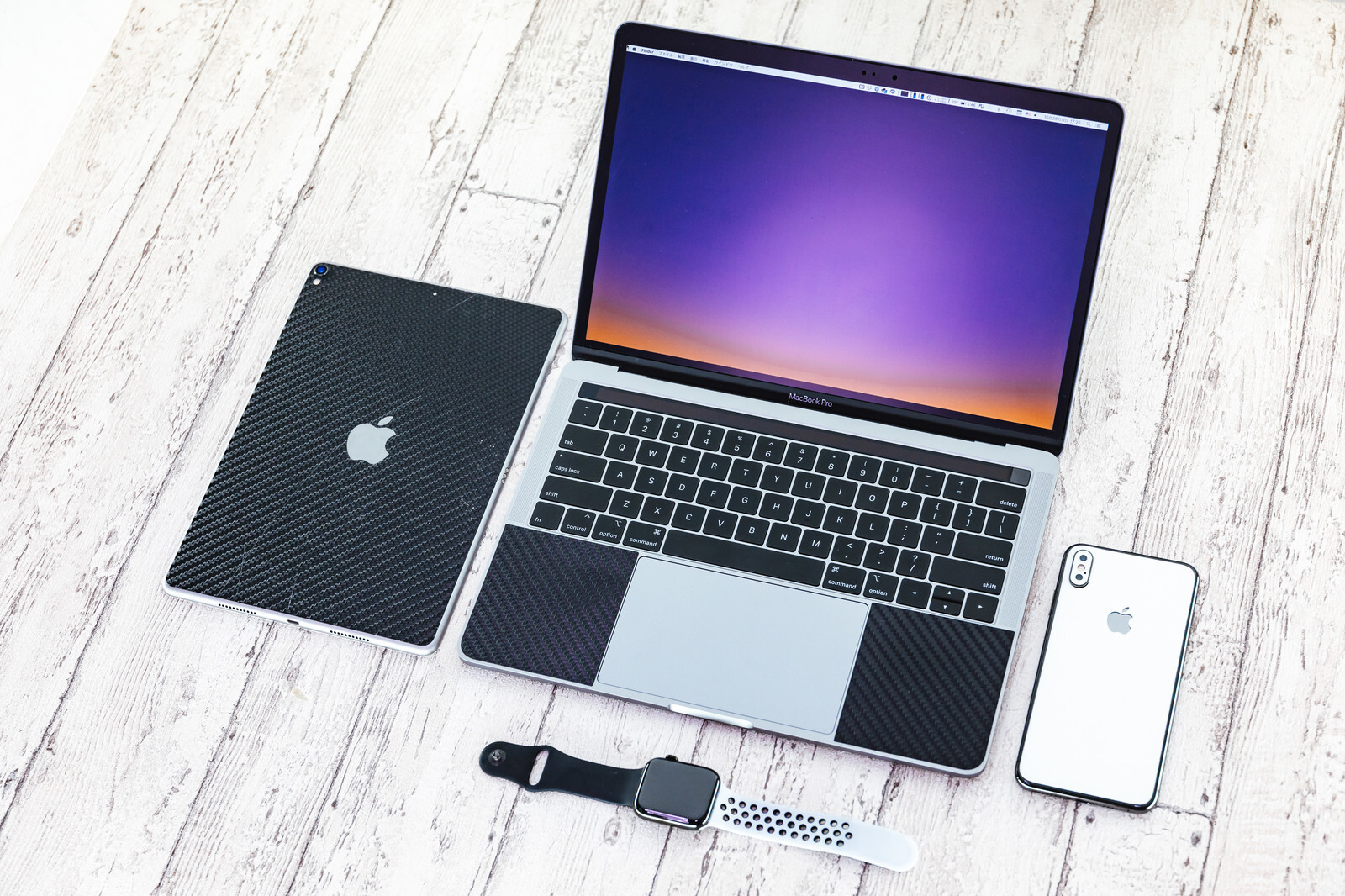 スマホ、タブレット、パソコンなど、オンライン英会話を受講できるデバイスの写真