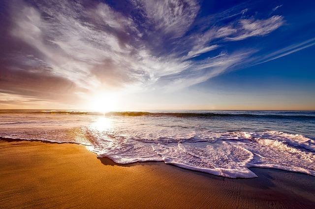 空と海のイメージです