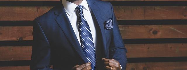 スーツとマネキンのイメージです