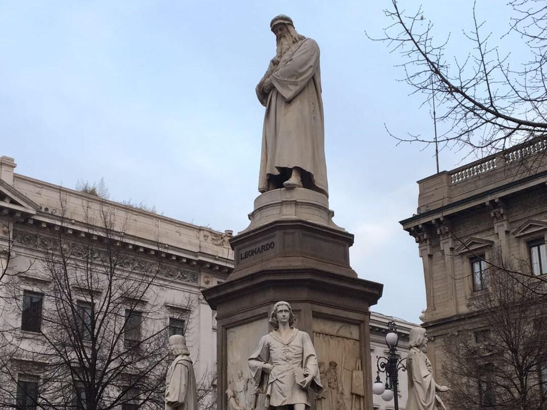 記念の銅像