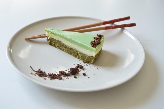 抹茶ケーキと箸