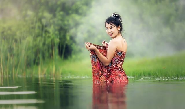女の人の入浴シーン