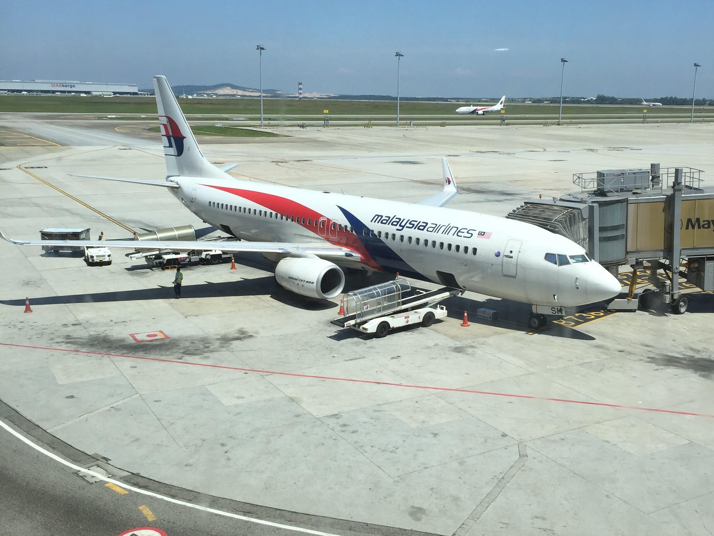 空港で駐機中のマレーシア航空機