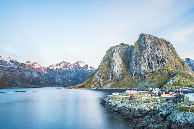 ノルウェーの湖の画像