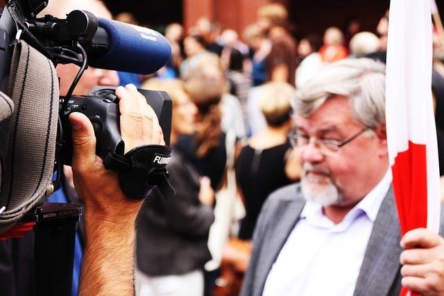 ビデオカメラと人々