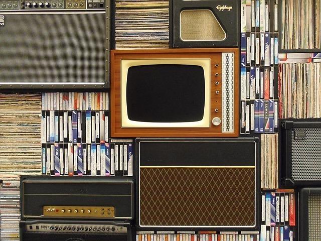 古いテレビやビデオテープ