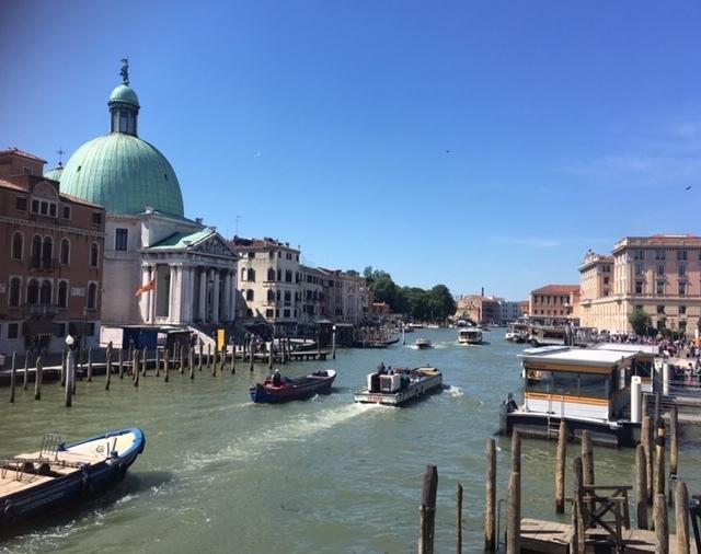 運河と船の写真