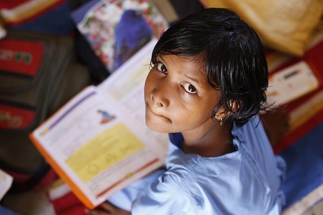 勉強する子供のイメージ