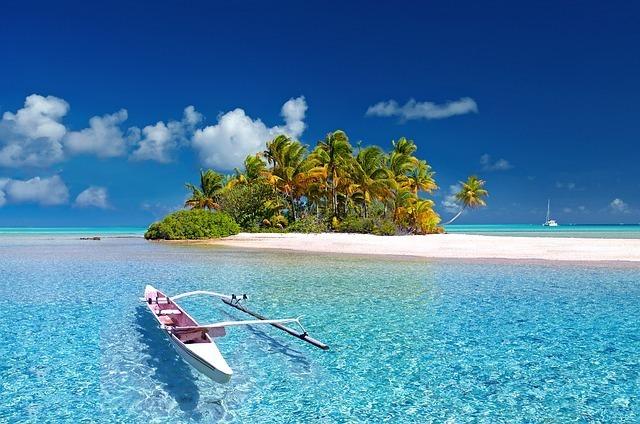 青い海と白いボート
