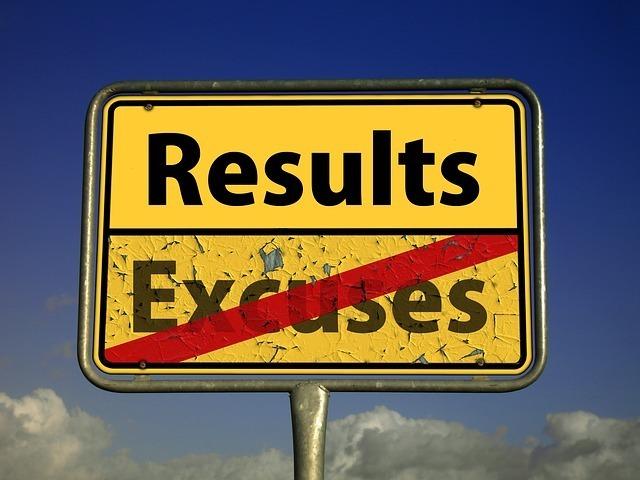 消された「Excuses」と「Results」と書かれた画像