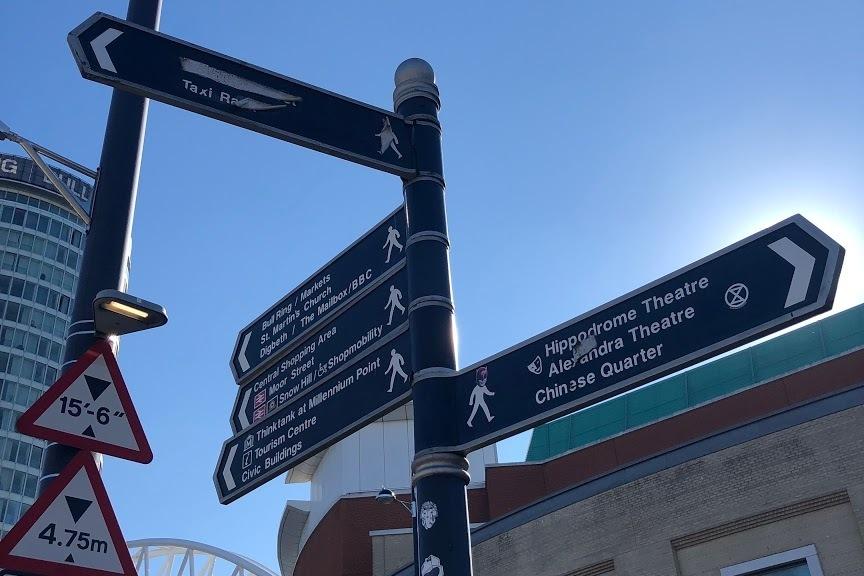 direction、方向を示す看板