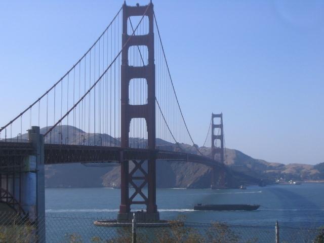 観光地の橋の写真