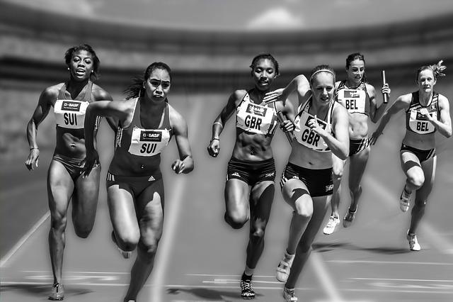 走る女性たち