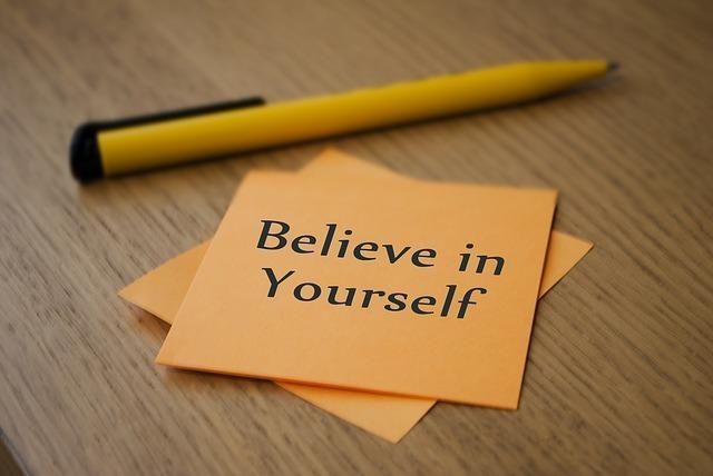 「Believe in Yourself」と書いた付箋