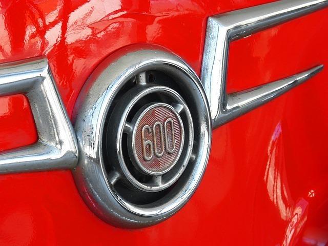 600と書かれた車