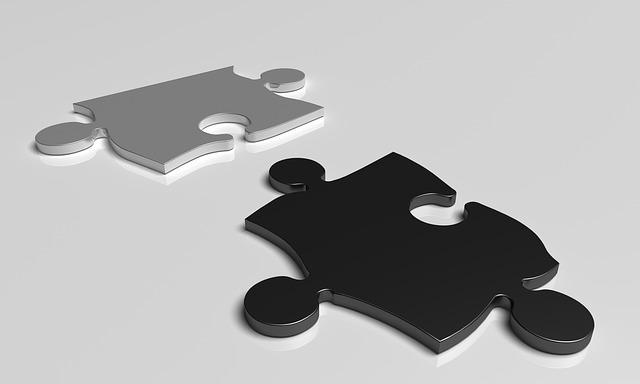 パズルが2枚あるイラスト