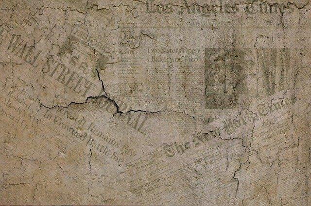 古びた英字新聞