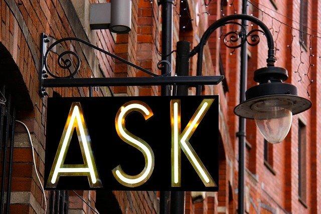 「ASK」と書かれた看板の写真