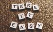 「take it easy(テイクイットイージー)」ってどういう意味?使い方を例文付きで紹介!